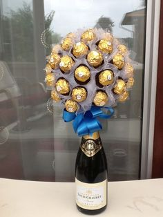 32 Romantic Valentine Gift Ideas for Her - Page 25 of 32 - Kornelia Beauty Candy Arrangements, Candy Centerpieces, Liquor Bouquet, Candy Bouquet, Chocolate Flowers, Chocolate Bouquet, Chocolate Strawberries, Cheap Gifts, Diy Gifts
