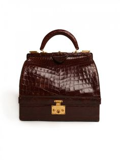 Hermes Brown Crocodile Bag There will be no trouble getting past the velvet ropes with this spectacular vintage Hermes chocolate crocodile handbag Labeled Hermes-Paris. Vintage Purses, Vintage Bags, Vintage Handbags, Hermes Vintage, Hermes Handbags, Cheap Handbags, Cheap Coach Bags, Designer Handbags Outlet, Crocodile Handbags