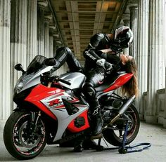 Great overlapping pairs stay together b.n Großartige Überlappende Paare bleiben zusammen b.gixxer Pepe Lila TAG A Fluor Great overlapping pairs stay together b.gixxer Pepe Lila TAG A Fluor - Suzuki Gsx R, Motorcycle Couple Pictures, Biker Couple, Biker Love, Biker Girl, Biker Chick, Couple Motard, Motorbike Girl, Motorcycle Girls