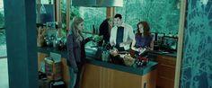 Twilight (2008) Aunque ellos prefieren otro tipo de dieta, la familia Cullen se esmera con algunos platillos italianos en honor a Bella. Aunque Rosalie (Nikki Reed) no se muestra muy entusiasmada al respecto.