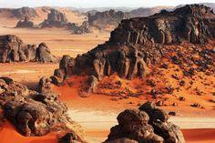 Tadrart rouge au sud de Djanet, en Algérie