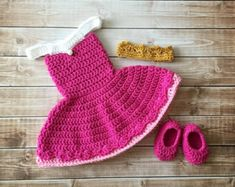 Your little princess will look adorable in this Elena of Avalor inspired outfit! Set includes dress and shoes. This set would also make a great photography prop or baby shower gift. Color: Red, Gold and Ecru Material: 100% Acrylic Yarn  Sizes: Newborn 0-3 Months 3-6 Months 6-12 Months 12-18 Months All my items are made in a smoke and pet free home.  Care instructions: Hand wash in cold water & lay flat to dry  PLEASE SEE MY SHOP ANNOUNCEMENT FOR CURRENT TURNAROUND TIME  Boutique items wit...