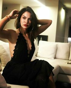 Demet Özdemir , in role of Sanem in early bird series , is one of the people who has made her name recently. Gossips that she is living a real love with her partner Can Yaman are all around ,but it… Turkish Women Beautiful, Beautiful Men Faces, Turkish Beauty, Stylish Girls Photos, Girl Photos, Wavey Hair, Penelope, Turkish Fashion, Timeless Beauty