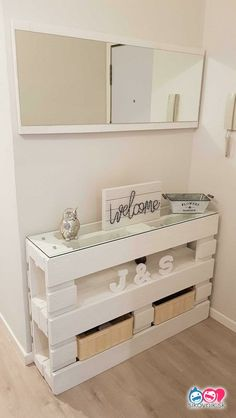 New DIY Pallet Projects and Ideas on a budget - Pallet Furniture Ideas Diy Pallet Projects, Pallet Ideas, Garden Projects, Farmhouse Side Table, Farmhouse Decor, Cool Rooms, Home Improvement Projects, Wood Pallets, Diy Furniture