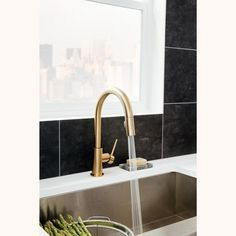 Delta Faucet Trinsic Pull-Down Kitchen Faucet with Magnetic Docking Spray Head - Champagne Bronze, Beige Bronze Gold Kitchen Faucet, Gold Faucet, Best Faucet, Stainless Sink, Best Kitchen Designs, Kitchen Ideas, Delta Faucets, Bronze, Planer