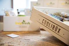 COOLIBÜX I coole Geschenkidee. Food Lab, Marmite, Place Cards, Place Card Holders, Stuff To Buy, Cool Gift Ideas, Shopping, Foods, Gifts