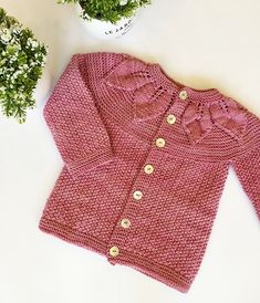 Baby Knitting Free, Baby Knitting Patterns, Cardigan Pattern, Baby Cardigan, Blanket Jacket, Diy Crafts Crochet, Quick Knits, Vogue Knitting, Knitting Magazine