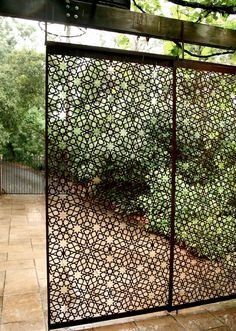 Garden Screening Ideas - Screening could be both attractive and useful. From a well-placed plant to upkeep complimentary fence, below are some creative garden screening ideas. Backyard Patio, Backyard Landscaping, Metal Garden Fencing, Small Garden Fence, Metal Garden Furniture, Diy Furniture, Garden Dividers, Moroccan Garden, Moroccan Style