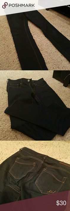 Express stretch super dark straight leg blue jean Express stretch super dark straight leg blue jean. Basically new!!! Open to offers and or trades withing reason!!! Size 2 r Express Jeans Skinny