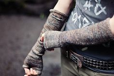 Ravelry: Apocketmitts pattern by Flossie Arend