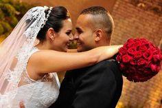 Noivas Reais by Gio Aline  Nova Noiva  #estilistagiosantos #novanoiva #eusounovanoiva #noivasreais #vestidodenoiva #bridaldress #casamento #engaged #topbride #bridal #noiva #weddingdress #modanoiva #blogger #Wedding #bride