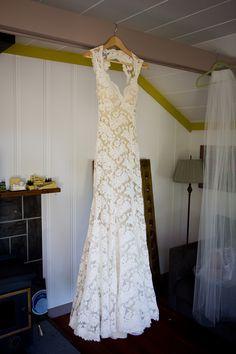 glorious monique lhuillier lace wedding dress.