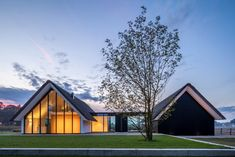 Modern countryside villa by MAAS Archicten