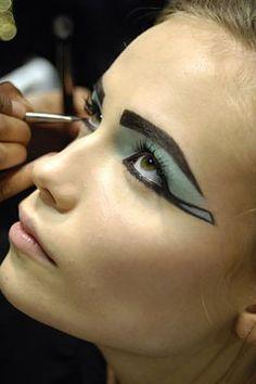 make up cleopatra! - Maquillage des yeux - Challenge Beauté - Be.com                                                                                                                                                      Plus