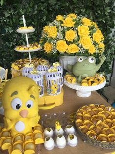 Festas Personalizadas em Brasília: Pintinho Amarelinho 3rd Birthday, Birthday Parties, Party Chicken, Rubber Ducky Baby Shower, Baby Party, Baby Shower Themes, First Birthdays, Party Time, Diy And Crafts