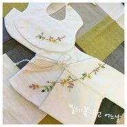 이번엔 멀리 부산의 예비맘님께. 순산하세요!^^ #연이재공방 #아기용품 #아기용품선물 #배냇저고리 #전통배... Bullion Embroidery, Towel Embroidery, Beaded Embroidery, Embroidery Patterns, Lace Jewelry, Baby Sewing, Kids Wear, Traditional Outfits, Baby Dress