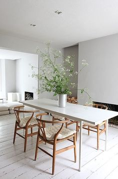 A minimal Victorian terrace with open plan living and dining room, soft grey walls and worn white painted floorboards Kitchen Dinning Room, Dining Room Design, White Dining Rooms, Open Plan Kitchen Dining, White Floorboards, Painted Floorboards, Accent Chairs For Sale, Minimalist Dining Room, Dining Room Inspiration