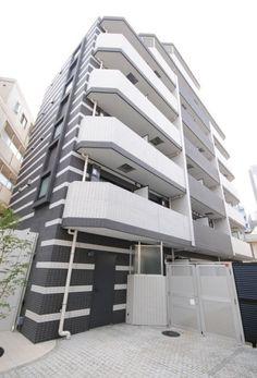東京メトロ丸の内線『新中野』駅から徒歩1分、ビッグターミナル『新宿』駅まで直通6分と、至便な立地に佇む賃貸マンションです。高級賃貸マンション 外観はモノトーンのコントラスト、エントランスは高級感溢れるモダンな印象となっております。 お部屋はコンパクトながらも、デザイン性のある暮らしやすい造りで...