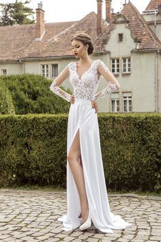 2015 Long Sleeve Lace Chiffon Beach Wedding Dresses V Neck Split Romantic Vintage Summer Beach Bridal Party Gowns SX412