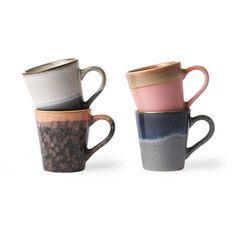 Ceramic espresso mugs in seventies style. Fresh update of the ceramics espresso mugs. A set of four espresso mugs in different colours. Espresso Cups Set, Espresso Coffee, Style Année 70, Cappuccino Mugs, Latte Mugs, Coffee Mugs, Different Textures, House Doctor, Jars