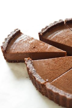 A creamy chocolate custard filling with a chocolate walnut coconut crust that s vegan gluten free oil free Perfect for celebrations Tart Recipes, Sweet Recipes, Dessert Recipes, Chocolate Custard, Vegan Chocolate, Chocolate Tarts, Chocolate Cream, Sweet Pie, Sweet Tarts