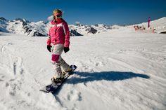 Pelos Alpes franceses, descobrimos a beleza e calma de uma estância de esqui familiar, que tem nesses atributos a sua maior atracção face aos resorts mais concorridos. Entre vales e montanhas branquinhos, com um pé no luxo e outro na neve, mergulhamos em Valmorel, dita La Belle.