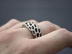 Trouse Ring aus dem 3D-Drucker auf Shapeways bestellbar.