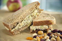Tunno Sandwiches — Delicious TV Made with artichokes and chickpeas Tuna Sandwich Recipes, Veggie Sandwich, Bean Recipes, Snack Recipes, Snacks, Vegetarian Cooking, Vegan Meals, Chickpea Recipes, Chickpea Tuna