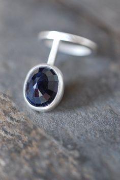 Sapphire Cage Ring por dollybirddesign en Etsy