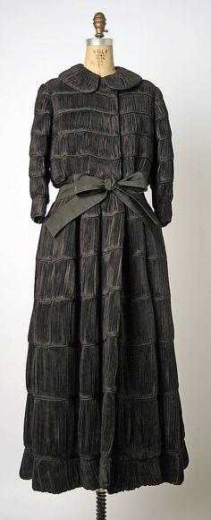 "Evening Coat, Sybil Connolly (Irish, (born Wales) Swansea 1921–1998 Dublin): ca. 1964, Irish, linen.    Marking: [label] ""Sybil Connolly/Dublin"""