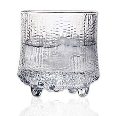 Ultima Thule Tapio Wirkkala 1968 Inspired by the melting ice in Lapland, Wirkkala originally created the surface in the after carving. Clear Glass, Glass Art, Vintage Wine Glasses, Tumbler Designs, Ceramic Tableware, Glass Design, Scandinavian Design, Finland, A Table