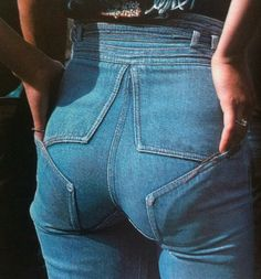 Vintage Jeans. Back pockets integrated within the star.