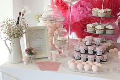 mesa de dulces vía www.bodasyalgomas.es