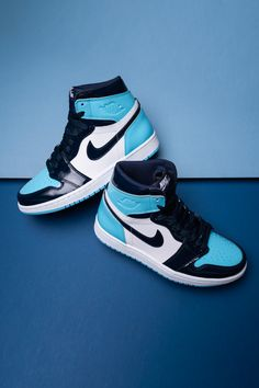 The rise of the Women's Air Jordan 1 has been one of our favorite storylines in sneaker culture over the past few years. Kd Shoes, Nike Air Shoes, Hype Shoes, Me Too Shoes, Shoes Sneakers, Nike Socks, Nike Leather Sneakers, Black Nike Sneakers, Nike Shoes Outfits
