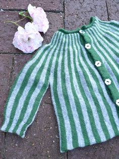 Sideways machine knit baby cardigan A stickmanikers logbook: Classic Baby Cardigan Knitting For Kids, Baby Knitting, Knitted Baby Cardigan, Baby Vest, How To Purl Knit, Knitwear, Knit Crochet, Rompers, Summer Dresses