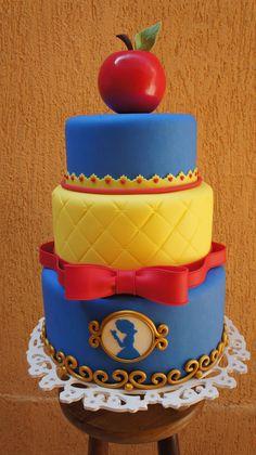 Cupcakes Disney Fondant Snow White New Ideas 1st Bday Cake, White Birthday Cakes, Snow White Birthday, Cupcake Cake Designs, Cupcake Cakes, Snow White Cake, Snow White Cupcakes, Toy Story Cakes, Fake Cake