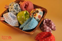 Deko-Objekte - Stoff-Glückskekse bunt verschiedene Farben - ein Designerstück von Kreuz_und_Quer bei DaWanda