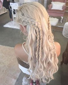Want Khaleesi hair for Halloween? Learn to recreate Daenerys' braids (& othe… Want Khaleesi hair for Halloween? Learn to recreate Daenerys' braids (& other iconic Game of Thrones hairstyles) here & give yourself a Westeros makeover. Box Braids Hairstyles, Pretty Hairstyles, Wedding Hairstyles, Hairstyle Ideas, Fantasy Hairstyles, Medieval Hairstyles, Latest Hairstyles, French Plait Hairstyles, Braided Hairstyles For Long Hair