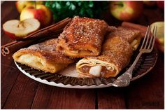 Naleśniki z jabłkami w posypce cukrowej z cynamonem - przepis - I Love Bake