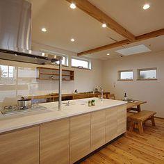 Kitchen/無印良品/ナチュラル/タカラスタンダード/造作棚/ペニンシュラキッチン/トップライト/高窓/杉の床/オフェリアについてのインテリア実例。 「完成見学会の写真です...」 (2017-10-18 13:54:23に共有されました) Decor, Furniture, Interior, Home, Table, Kitchen, Corner Bathtub, Bathtub