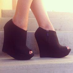 Black to basics. #gojane #black #wedges #peeptoe #wedge #basics #sexy #sotd #tgif #gno #instafashion #instadaily #style