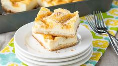 Lemon Cream Cheese Cookie Bars These creamy, lemony bars with a sugar cookie crust are easy to make and totally delicious! Desserts To Make, Lemon Desserts, Lemon Recipes, Lemon Cakes, Spring Desserts, Cookie Bars, Cookie Crust, Bar Cookies, Cookie Dough