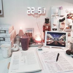 Try these easy DIY dorm room decor ideas to decorate your dorm! These DIY tips, tricks and hacks are cheap and easy to do to liven up your dorm room! Study Space, Desk Space, Study Rooms, Study Areas, Room Goals, Aesthetic Rooms, Music Aesthetic, White Aesthetic, Study Inspiration