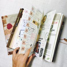 #travelersnotebook #midori #midoritravelersnotebook #travelersnote #planner #weekly #travelerscompany #journal #maskingtape #washitape #classiky #diary #트래블러스노트 #다이어리 #vintagestamp My TN✍