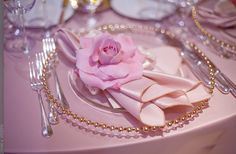 Google Image Result for http://wedding-pictures-01.onewed.com/23175/jkh-romantic-real-wedding-california-elegant-wedding-reception-table.jpg