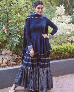 Party Wear Indian Dresses, Pakistani Fashion Party Wear, Designer Party Wear Dresses, Indian Gowns Dresses, Indian Fashion Dresses, Dress Indian Style, Indian Designer Outfits, Indian Outfits, Sharara Designs