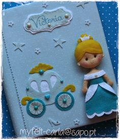 Cinderella felt doll and carriage embellish this photo album cover. So adorable. Baby Crafts, Felt Crafts, Diy And Crafts, Crafts For Kids, Diy Album Photo, Sewing Projects, Projects To Try, Felt Quiet Books, Felt Fabric