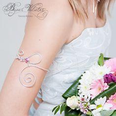Bracelet de haut de bras et volutes, à serrer sur le haut du bras. Belle volute qui descend sur le bras, modèle Volute.  wire armlet bracelet - wire bridal jewelry - arm marriage jewellery