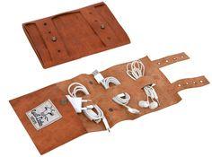 Modisch und funktional sind unsere Leder-Accessoires. Mit 'Wilma' sind deine Kabel sicher verstaut - Gusti Leder - A140b