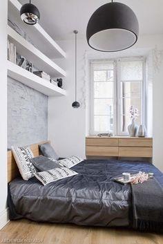 Górne półki (może lepiej nad biurkiem)